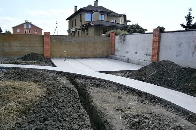 Бетонирование-двора-частного-дома-и-дорожек-в-саду